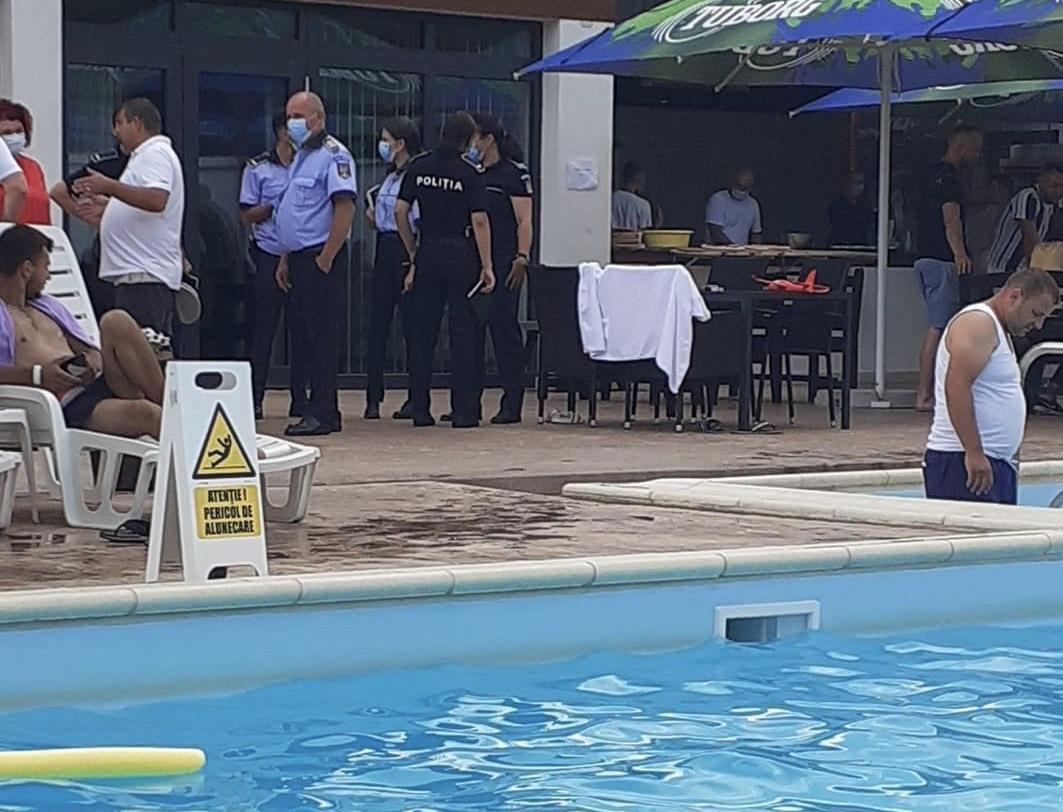 Aproape 100 de amenzi in urma controalelor la terasele si piscinele din Vaslui