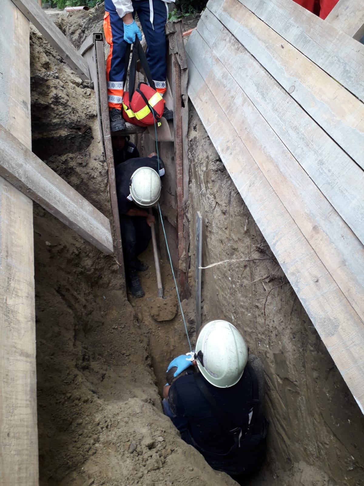 A murit muncitorul din Negresti peste care s-a surpat un mal